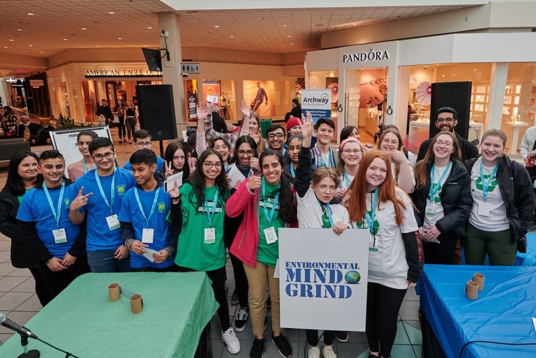 Mindgring trivia competition students at Sevenoaks Mall group picture