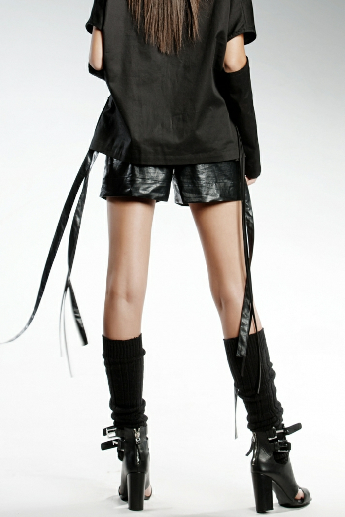 pendari-shorts-eco-leather-sandals-heels-cool-fashion-look