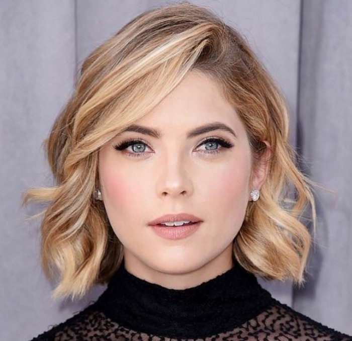 short hair cuts, woman with blond curly bob, and side parted bangs, black eyeliner and natural-looking make up