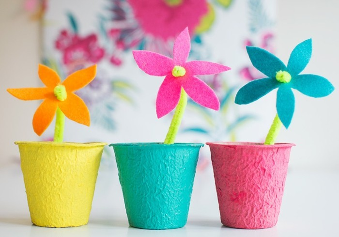 diy art projects, three felt flowers in orange, pink and turquoise blue, placed in bright and colorful pots