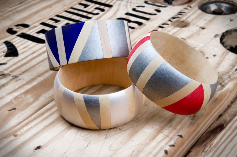 wooden bangles, easy arts and crafts, decorated with blue and white, silver and grey, blue red and white shapes