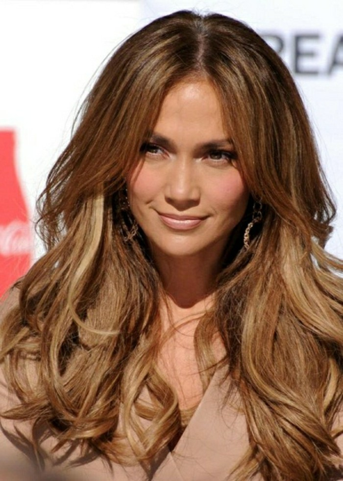 honey-blonde wavy layered hair, parted in the middle, with dark brunette roots, dark haired actresses, worn with a pale pink top, and discreet make up, by jennifer lopez
