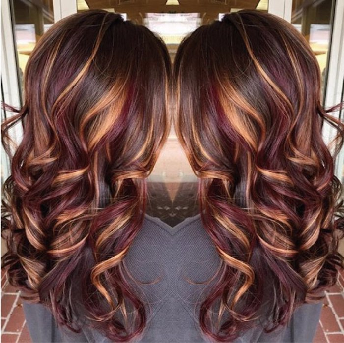 wine red and caramel highlights, on dark brunette hair, smooth and styled in loose curls, seem from behind in a mirrored image