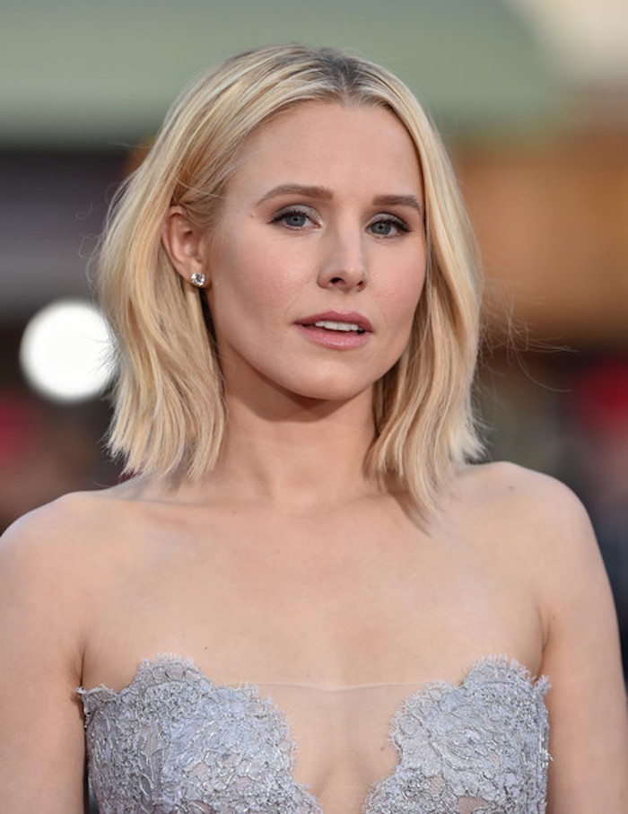 medium length hairstyles for thin hair, kristen bell with long blonde bob, and middle part, wearing a strapless, light grey embroidered dress