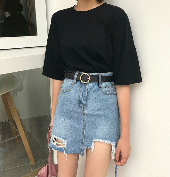 plain black t-shirt, oversized and baggy, worn with a high waisted denim skirt, with ripped details, and a black belt, 90s inspired outfits