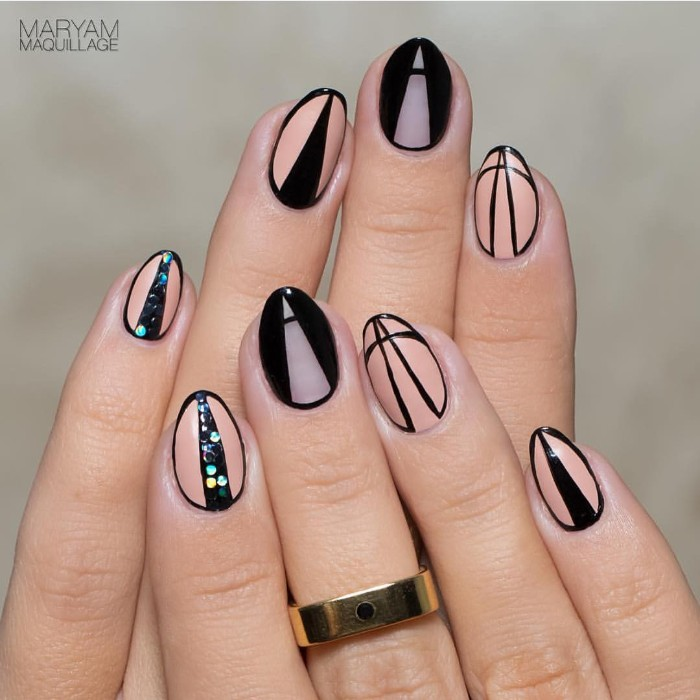 optical illusion short stiletto nails, in peach and nude, with black details, creating the illusion of sharpness, geometric nail designs, with riangles and glitter