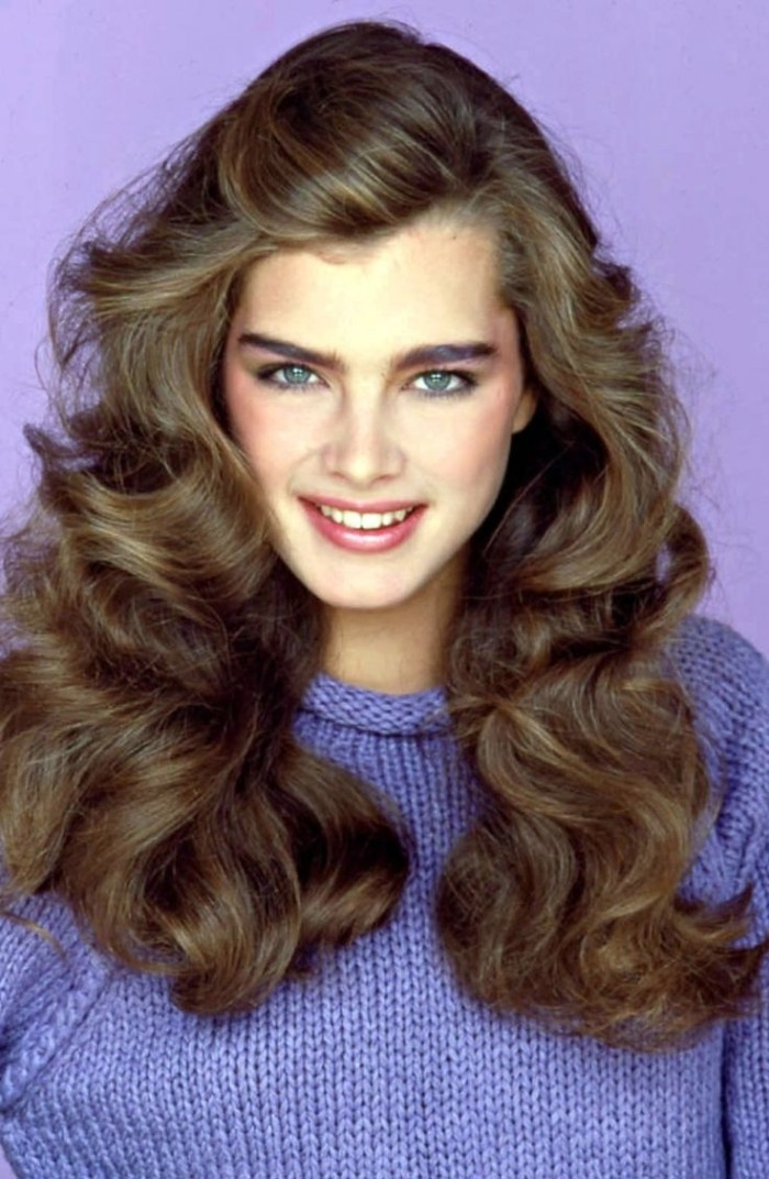 knitted blue jumper, worn by young brooke shields, with long and wavy, brunette hair, and subtle make up, 80s costume ideas, for low-key 80s looks