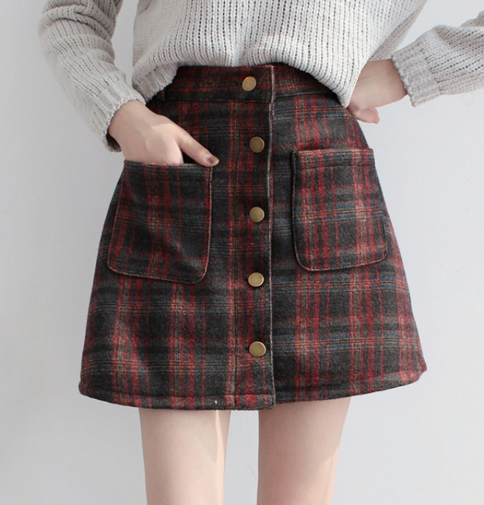 button up plaid skirt, in black and dark red, with front pockets, and gold colored buttons, 90s grunge, worn with a ribbed jumper in off-white