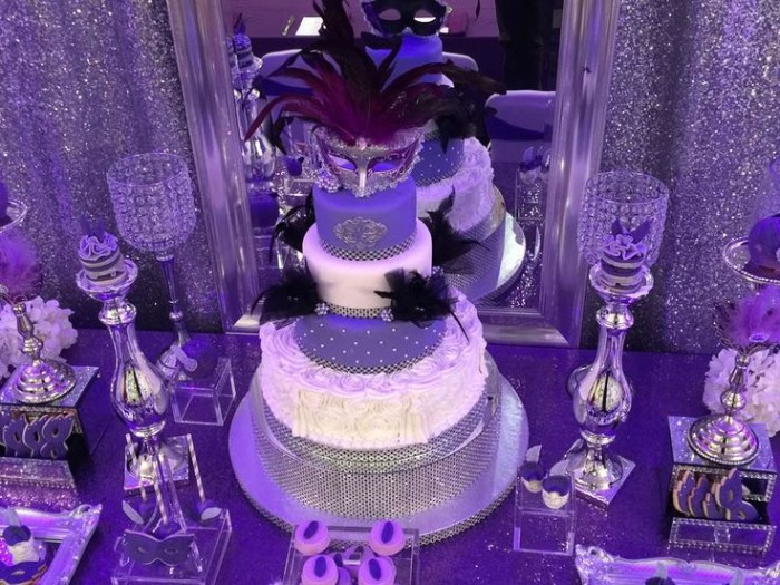 violet masked ball birthday theme, with silver glitter, 50th birthday colors, multi-layered cake, in white and violet, decorated with a venetian mask, and black feathers
