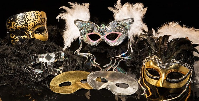 masquerade 50th birthday ideas, six venetian-style masks, in gold and silver, decorated with glitter, white and black feathers, sequins and more