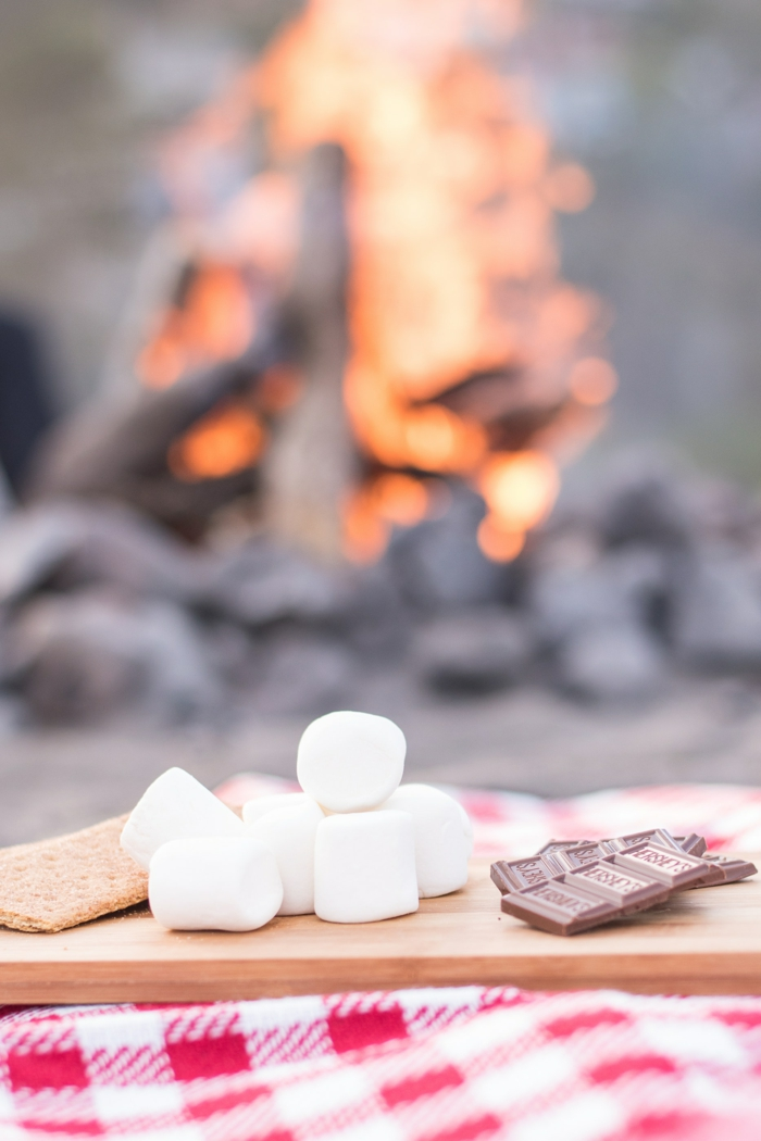 wooden board with marshmallows chocolates and crackers, cute iphone backgrounds