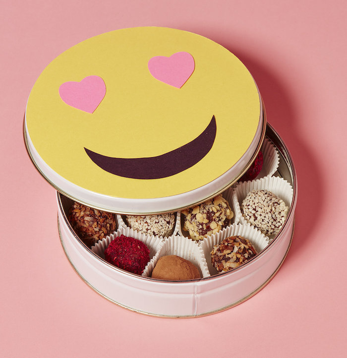 emoji box with cookies, yellow face with heart-shaped pink eyes, pink box, personalised gifts for boyfriend