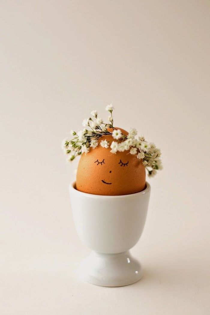 baby's breath wreath, on top of an egg, in a white egg holder, easter egg decorating, diy tutorial