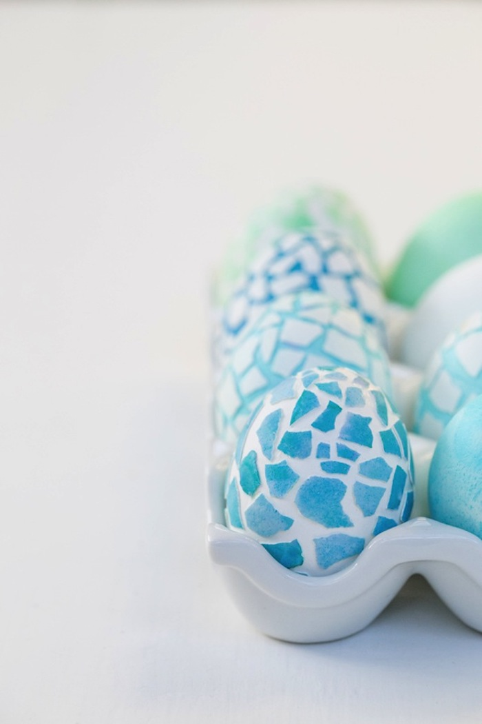 mosaic eggs, diy tutorial, how to dye eggs with food coloring, white eggs, with blue egg shells