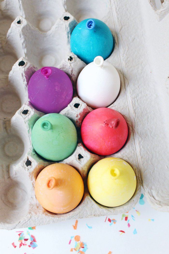 step by step, diy tutorial, balloon eggs, coloring easter eggs, dyed balloon eggs, in an egg carton