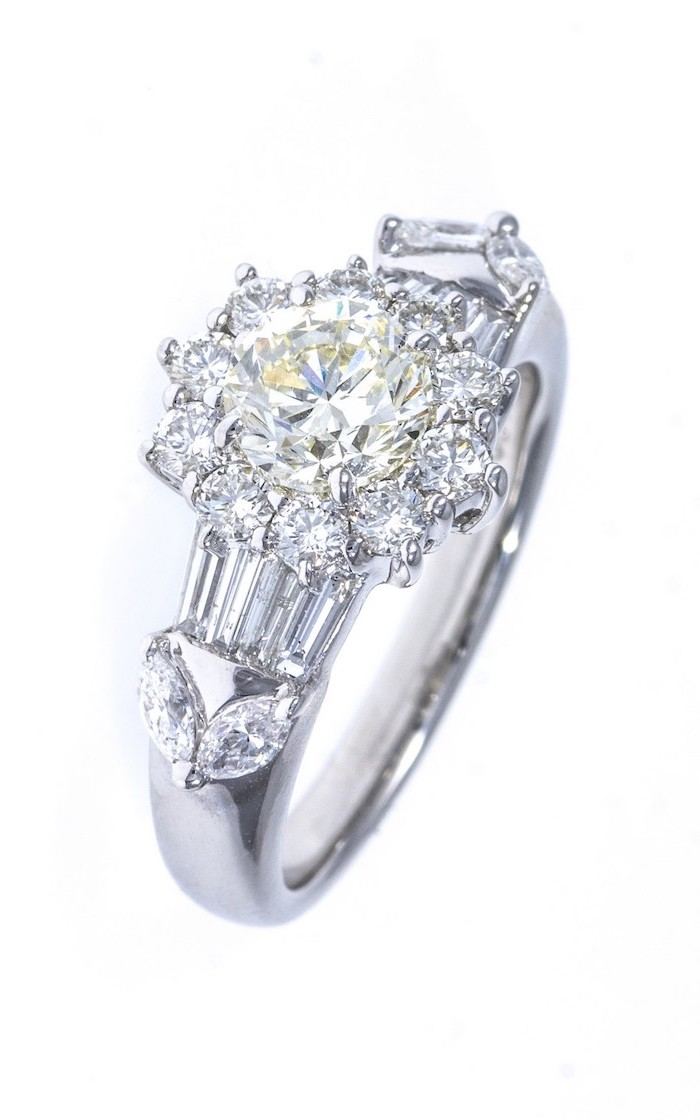 flower shaped diamonds in the middle, engagement ring styles, white gold band