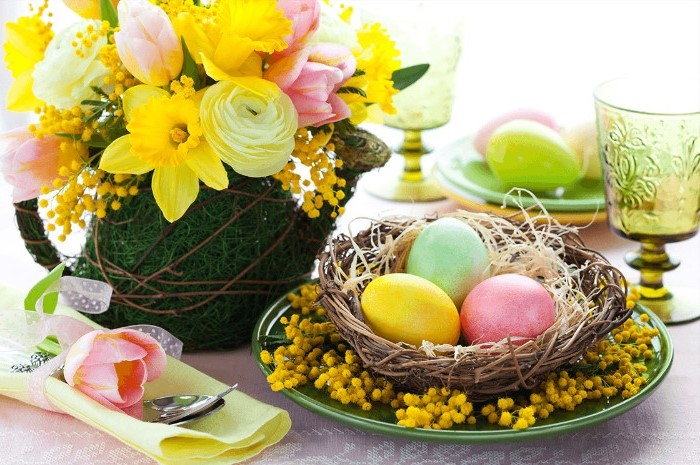 bouquet of spring flowers, easter centerpiece ideas, wooden basket, full of dyed eggs