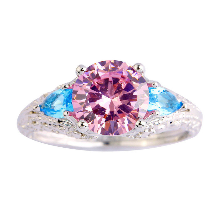 pink sapphire in the middle, blue sapphires around, non traditional engagement rings