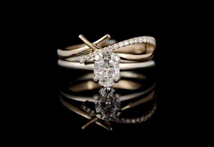 gold band with diamond, small diamond in the middle, round halo engagement rings