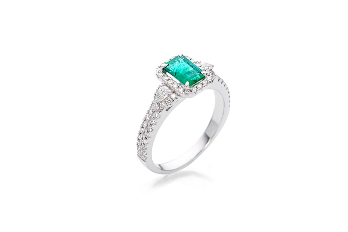 square cut emerald stone in the middle, diamond studded band, unique wedding rings for women