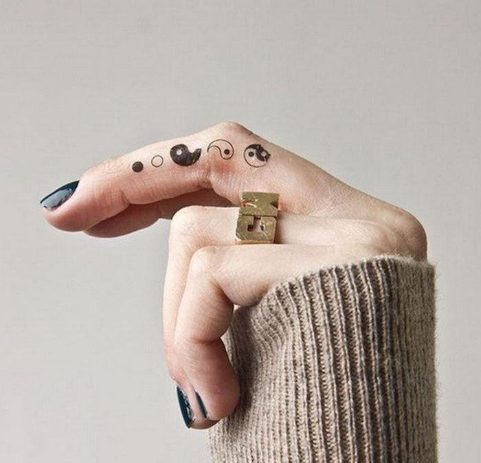yin and yang, middle finger tattoo, finger tattoos for girls, golden ring, black nail polish