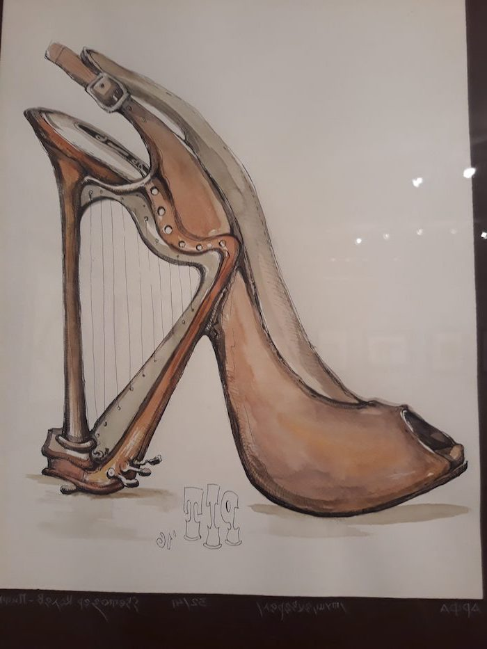 high heels, with an open toe, harp for a heel, easy things to draw for beginners, white background