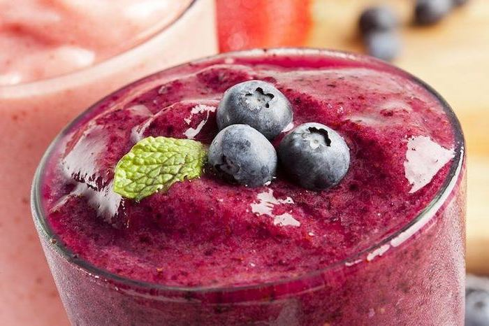 red smoothie, min and blackberries on top, strawberry banana smoothie recipe