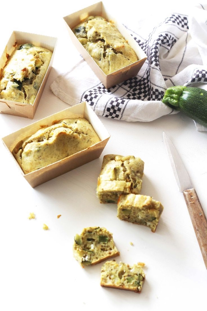 bread with herbs, inside a paper tray, vegetarian appetizer recipes, white and blue towel