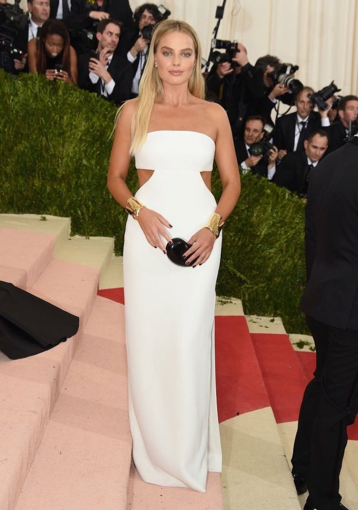 margot robbie, met gala 2017 date, long white dress, gold bracelets, long blonde hair