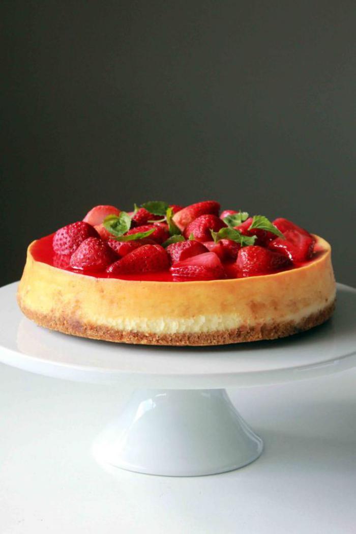 tarte-au-fromage-blanc-joli-cheescake-aux-fraises-délicieuses