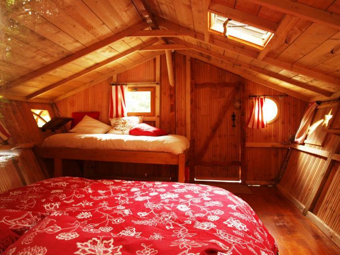 Laventure De Sjourner Dans Une Cabane Dans Les Bois