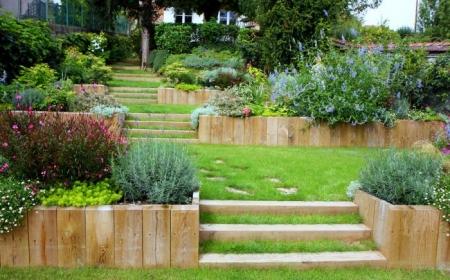 comment avoir un joli jardin en pente