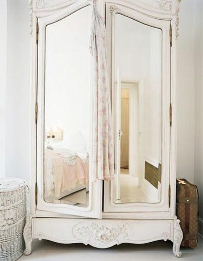 armoire ancienne une porte avec miroir