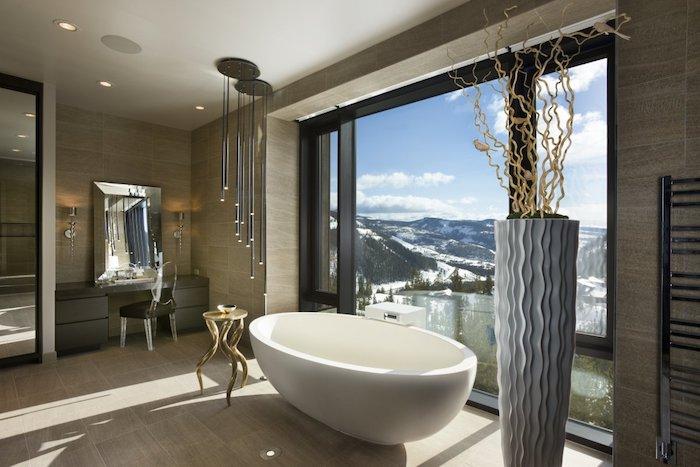 decoration salle de bain carrelage beige eclairage led porte serviette metallique la salle de bain moderne en