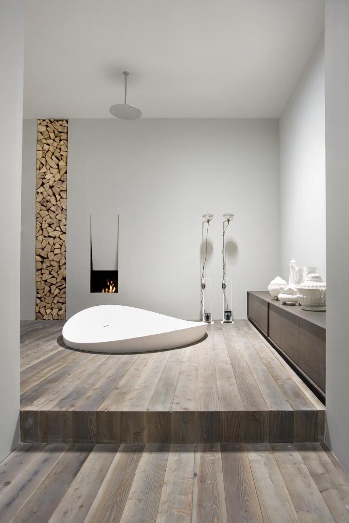 salle de bain avec parquet