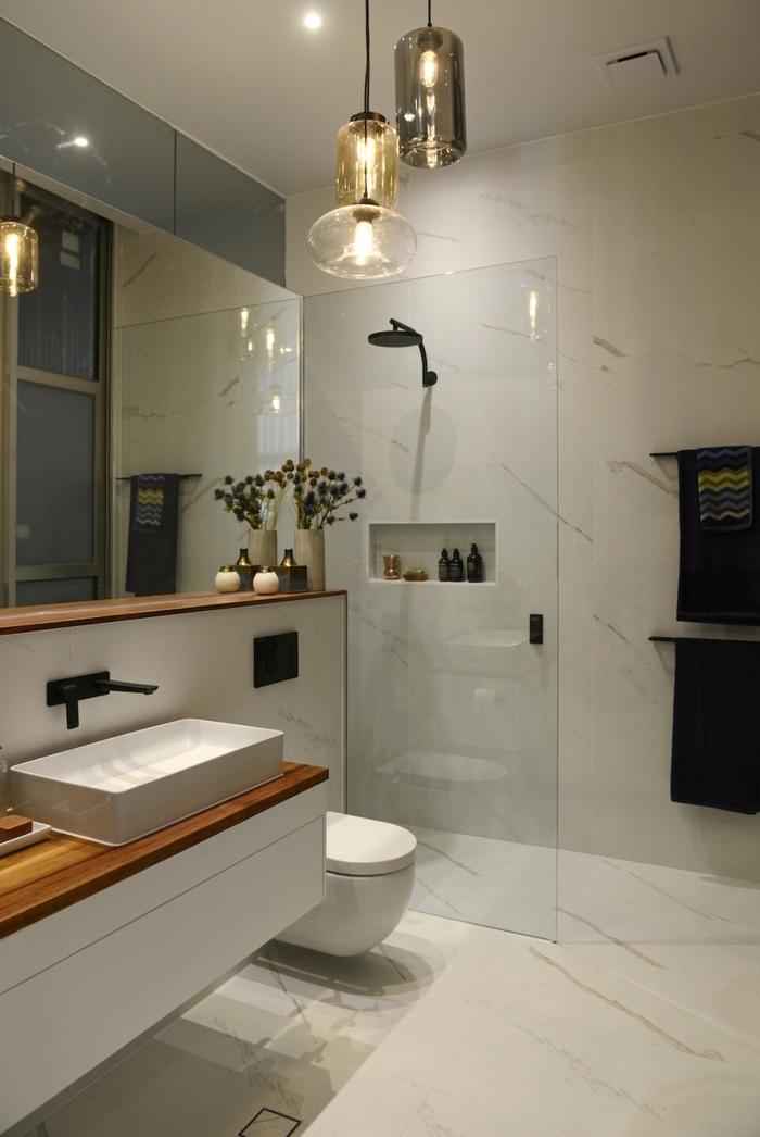 https archzine fr maison salle de bains salle de bain italienne petite surface les deux pieds sur terre
