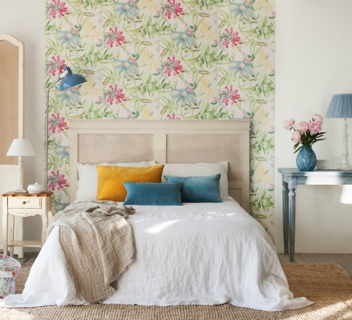 dcouvrez linfini des possibilit dco avec une tte de lit en papier peint