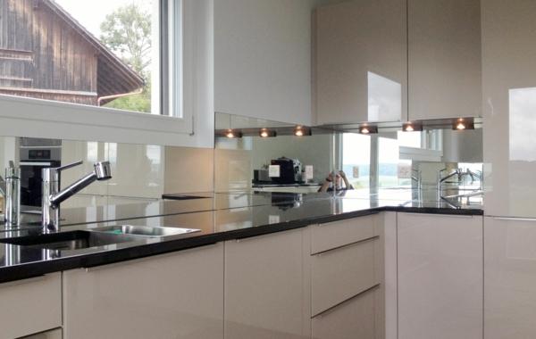 Küchenrückwand aus Glas - 26 coole Beispiele! - Archzine.net