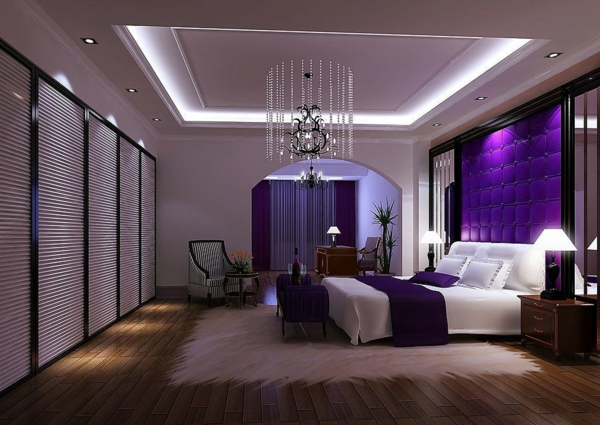 Das Lila Schlafzimmer Fällt Gleich Ins Auge!