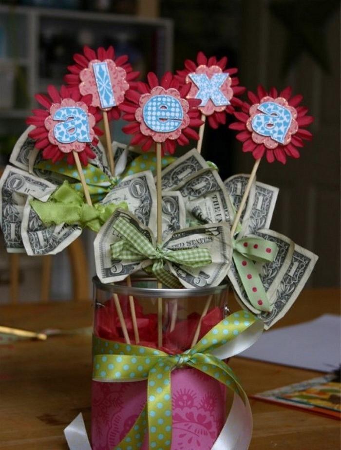 Креативная открытка с деньгами