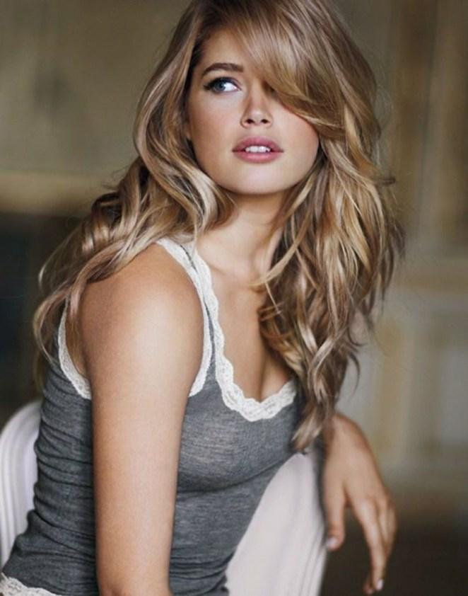 a gorgeous hair, blonde hair, long hair, gray blouse, a long bangs