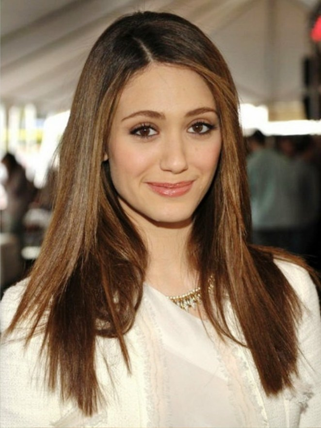 simple hairstyles, side picks, white blouse, simple celebrity hairstyles as an example