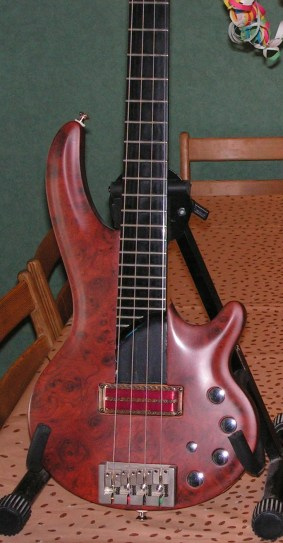 Cort Curbow 4 with Q-tuner pickup installed (2004 - 2009)