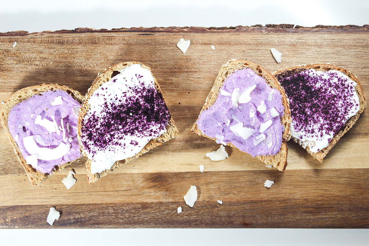 Toasts topped with Arctic Flavors 100% natural wild blueberry powder and Greek yogurt