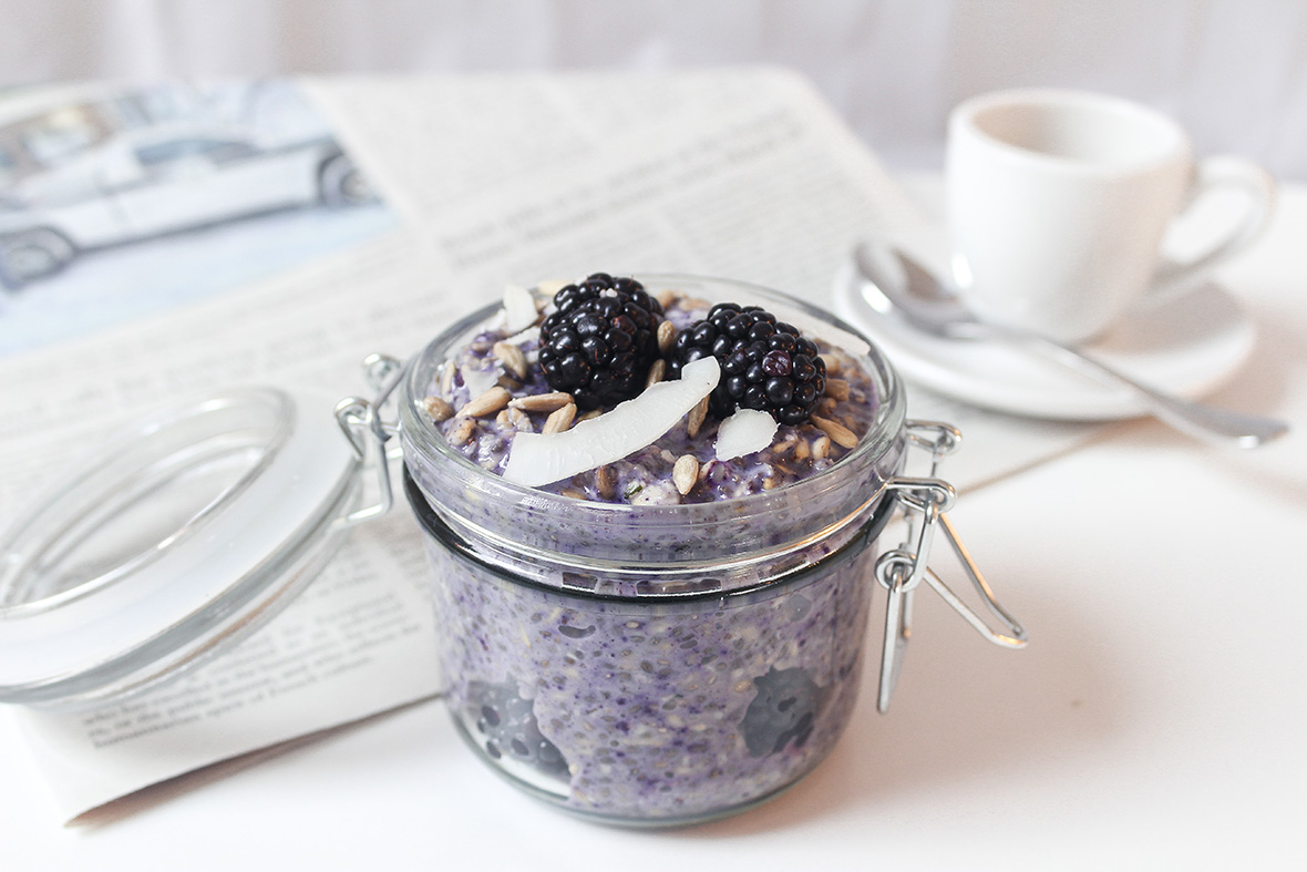 5 minute preparation overnight oats with Arctic Flavors wild blueberry powder! Homemade, easy, nutritious, delicious, vegan, raw breakfast, brunch or snack idea.