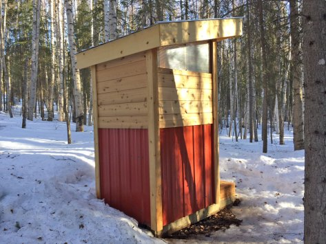 Luxurious-Alaskan-Outhouse