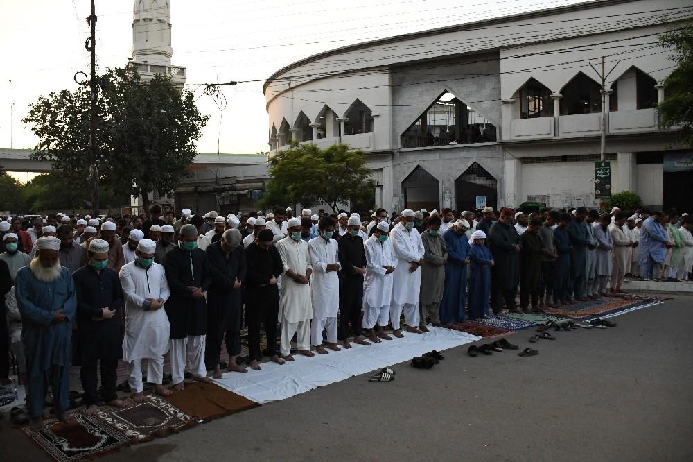 Pakistan'da Kurban Bayramı namazı kılındı