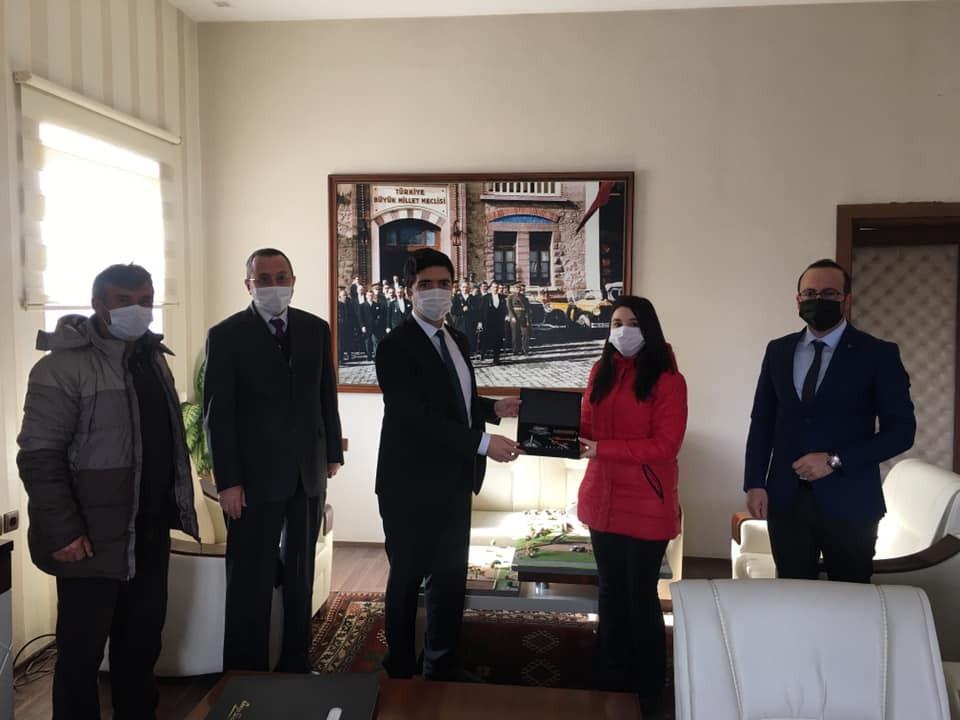 Türkiye üçüncüsü oldu, Kaymakam Taş makamında misafir etti