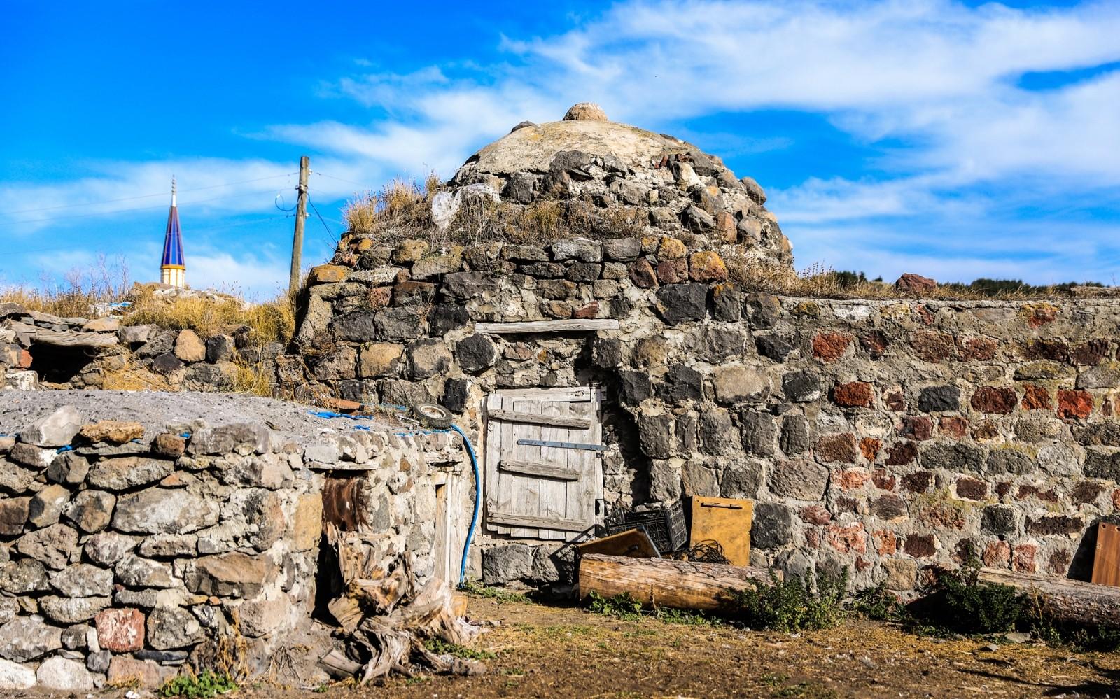 Tahıl ambarı olarak kullanılan tarihi hamam restore edilmeyi bekliyor