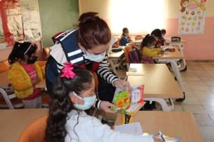 """Ardahan'da """"Güvenli Okul, Güvenli Gelecek Projesi"""" kapsamında jandarma ekipleri denetim yaptı"""